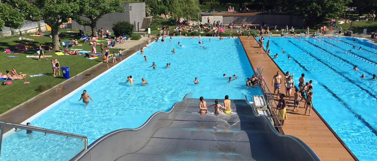 Das Nichtschwimmerbecken mit der Rutsche ist oft die erste Anlaufstelle für Kinder